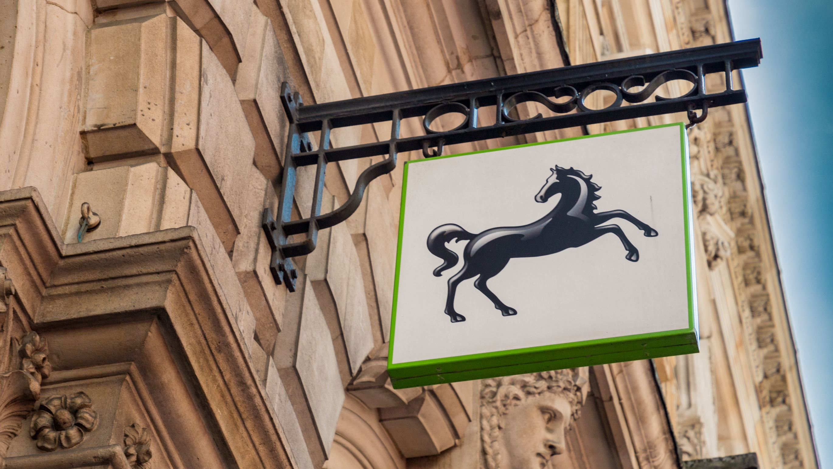 200 000 Lloyds Halifax And Bank Of Scotland Customers To Get