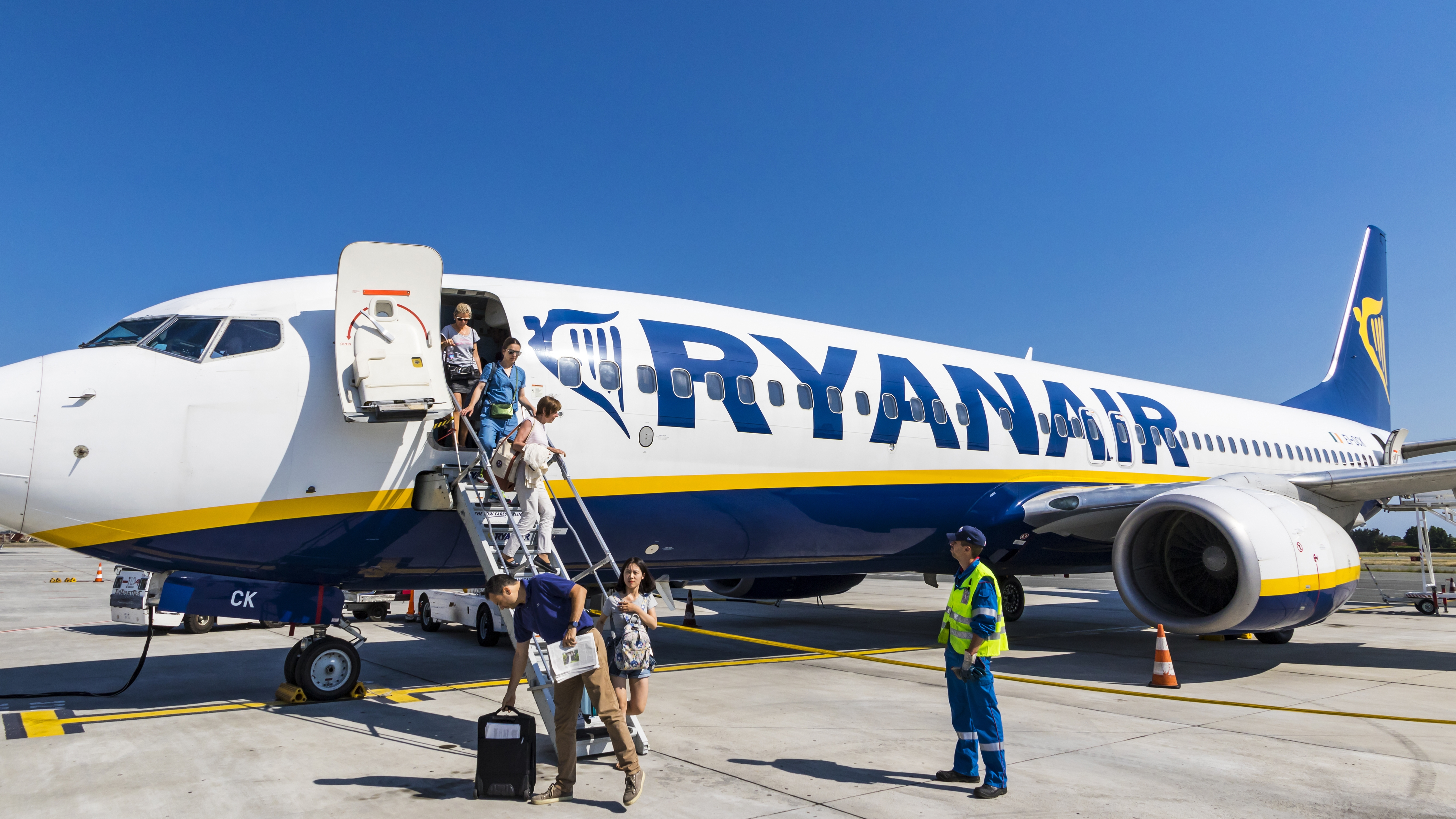 Do you need to include middle names when booking flights ryanair