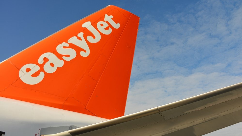 Easyjet to cut free hand luggage allowance in Feb