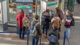 'I'll lose £450':  Thousands miss out on 26-30 Railcard after delay